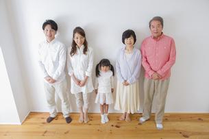 団欒する家族の写真素材 [FYI00922456]