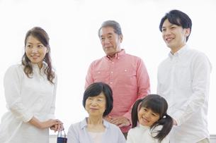 介護家族の写真素材 [FYI00922474]
