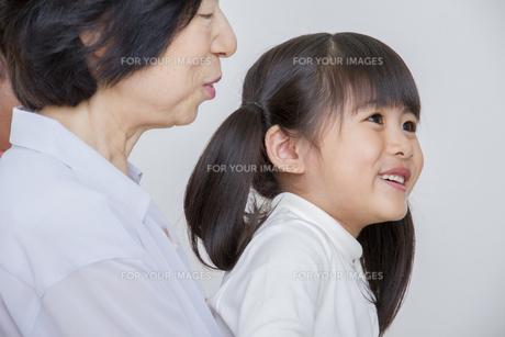 団欒する家族の写真素材 [FYI00922475]