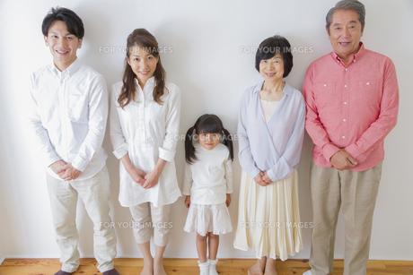 団欒する家族の写真素材 [FYI00922478]
