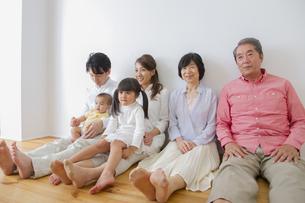 団欒する家族の写真素材 [FYI00922481]