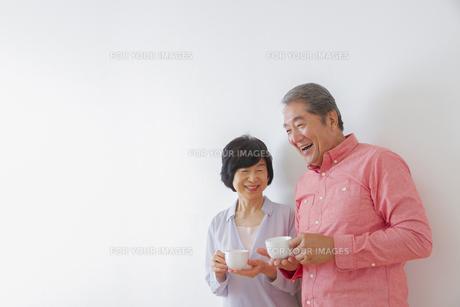 くつろぐ老夫婦の写真素材 [FYI00922483]
