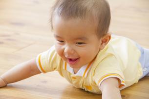 ハイハイする赤ちゃんの素材 [FYI00922485]