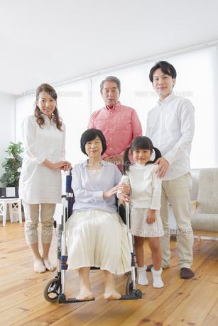 介護家族の写真素材 [FYI00922486]