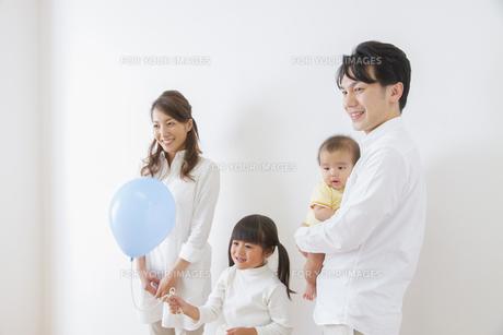 団欒する家族の写真素材 [FYI00922493]