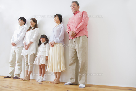 団欒する家族の写真素材 [FYI00922494]
