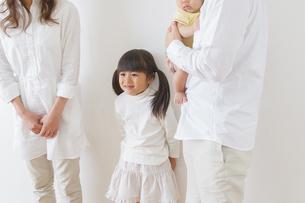 団欒する家族の写真素材 [FYI00922497]
