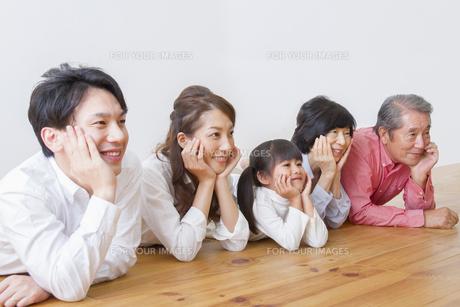 団欒する家族の写真素材 [FYI00922500]