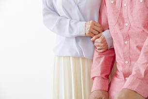 杖をつく老夫婦の写真素材 [FYI00922509]