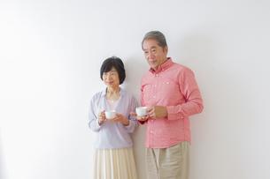 くつろぐ老夫婦の写真素材 [FYI00922511]