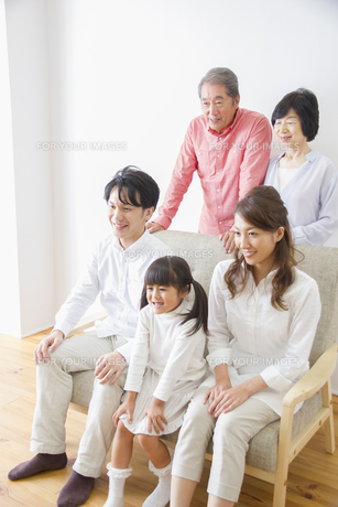 団欒する家族の写真素材 [FYI00922546]