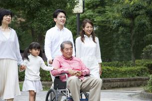 介護家族の写真素材 [FYI00922577]