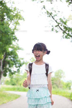 ランドセルを背負った小学生の写真素材 [FYI00922780]