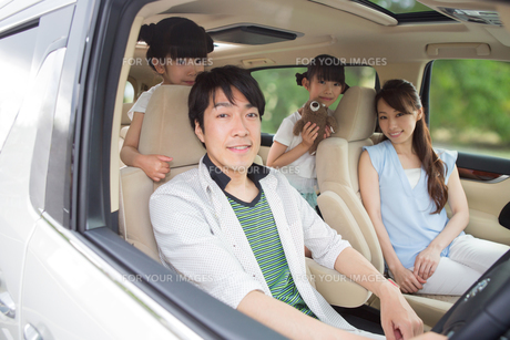 ドライブする家族の素材 [FYI00922859]