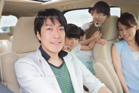 ドライブする家族の素材 [FYI00922880]