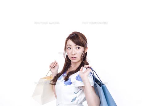 若い女性のショッピングイメージの写真素材 [FYI00923132]