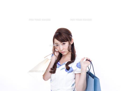 若い女性のショッピングイメージの写真素材 [FYI00923133]