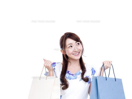 若い女性のショッピングイメージの写真素材 [FYI00923134]