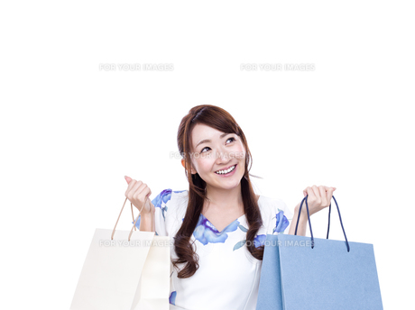 若い女性のショッピングイメージの写真素材 [FYI00923136]