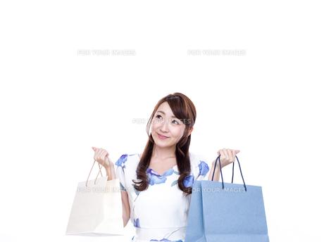 若い女性のショッピングイメージの写真素材 [FYI00923139]