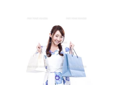 若い女性のショッピングイメージの写真素材 [FYI00923141]