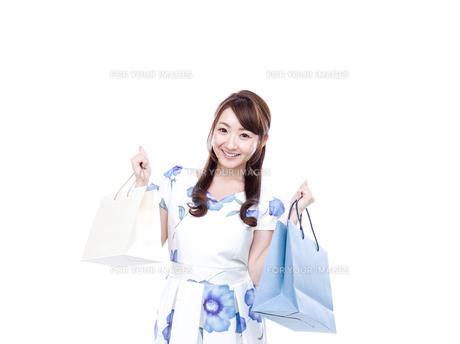 若い女性のショッピングイメージの写真素材 [FYI00923142]