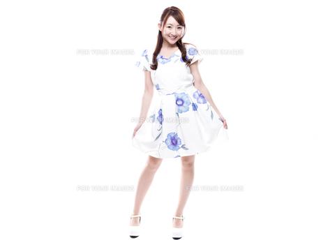 若い女性のキレイめサロンモデルイメージの写真素材 [FYI00923143]