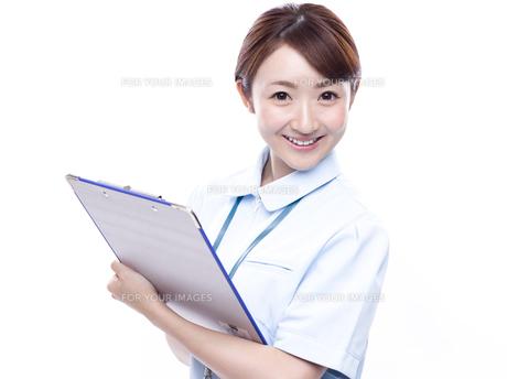 若い女性の医療従事者の写真素材 [FYI00923311]