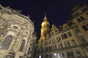 旧宮廷教会とレジデンツ宮殿(ドイツ・ドレスデン)の写真素材 [FYI00923321]