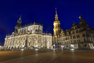 旧宮廷教会とレジデンツ宮殿(ドイツ・ドレスデン)の写真素材 [FYI00923322]