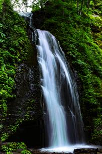 小さな滝の写真素材 [FYI00923330]
