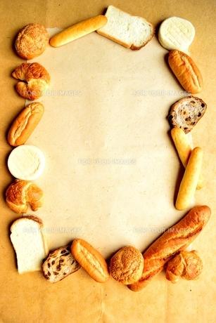 いろいろなパンのフレームの写真素材 [FYI00923832]