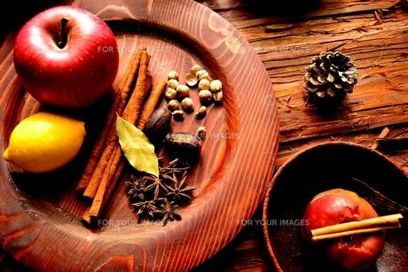 林檎とレモンとスパイスの写真素材 [FYI00923841]