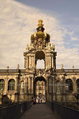 ツヴィンガー宮殿・王冠の門(ドイツ・ドレスデン)の写真素材 [FYI00923958]