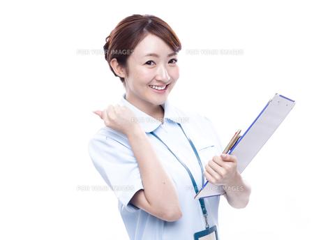 ガッツポーズ 医療従事者の写真素材 [FYI00923971]