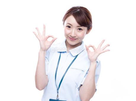 OKサインを出す医療系女性の写真素材 [FYI00923991]