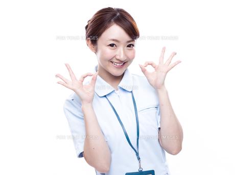 OKポーズをとる医療従事者の写真素材 [FYI00924235]