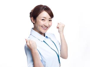 ガッツポーズをする医療従事者の写真素材 [FYI00924237]