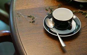 テーブルの上のティーカップの写真素材 [FYI00924295]