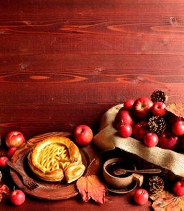 アップルパイと林檎の写真素材 [FYI00924615]