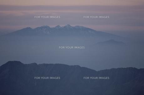 山並みと霧の素材 [FYI00925267]