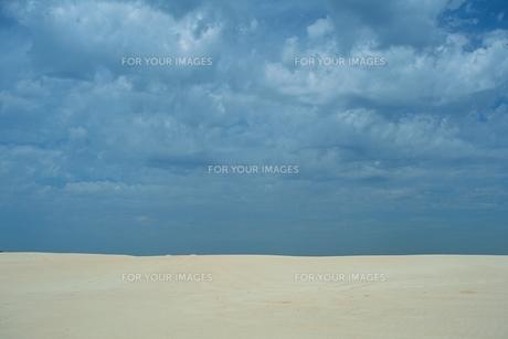 砂地と青空の素材 [FYI00925812]