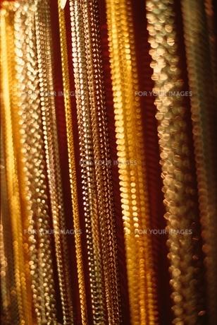 規則的に並ぶ金属の装飾の素材 [FYI00926004]