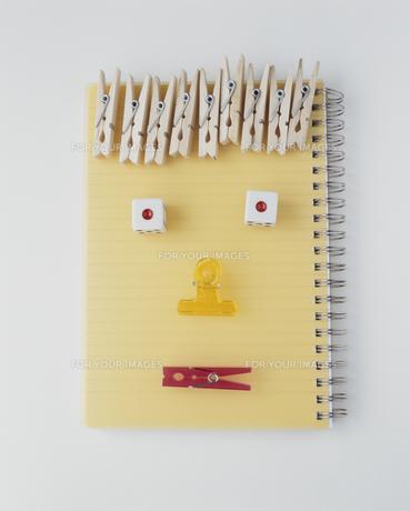 ノート クリップ 顔の素材 [FYI00934359]