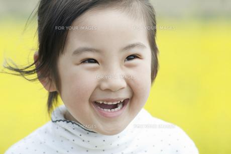 笑う女の子の素材 [FYI00934833]