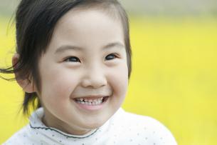 笑う女の子の素材 [FYI00934838]