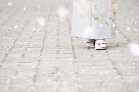 和服の日本人女性の足下の素材 [FYI00934912]