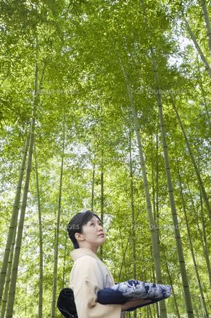 竹林の和服の日本人女性の素材 [FYI00934937]