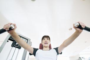 トレーニングをする日本人女性の素材 [FYI00934947]