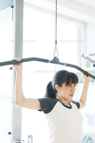 トレーニングをする日本人女性の素材 [FYI00935073]